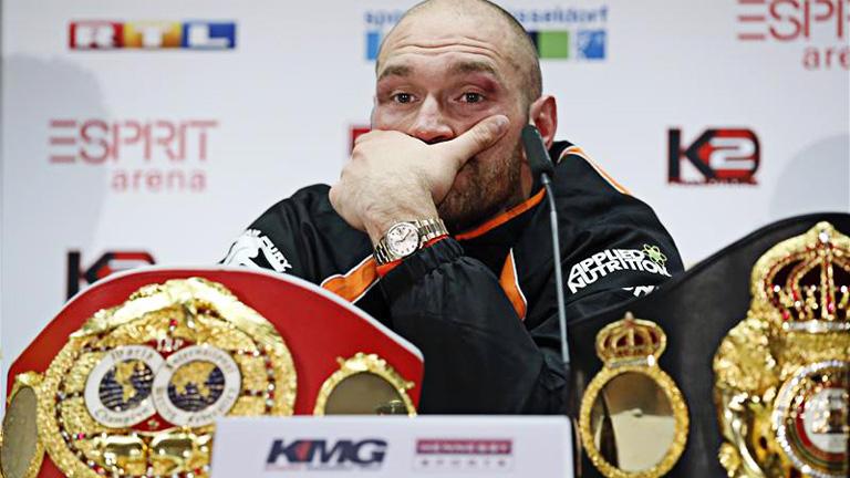Tyson Fury har avsagt sig världsmästartitlarna i tungvikt
