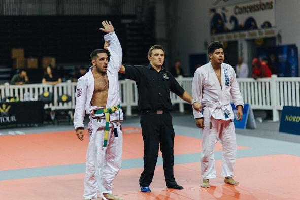 Världsmästaren i crossfit Jason Khalipa vinner sin första Jiu Jitsu turnering